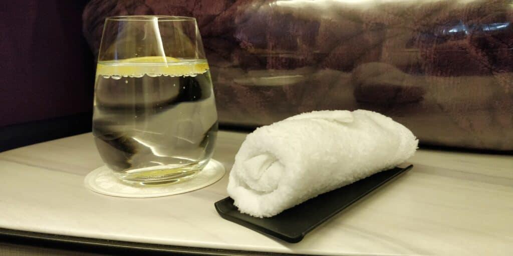 Qatar Airways QSuite Business Class Willkommensgetränk