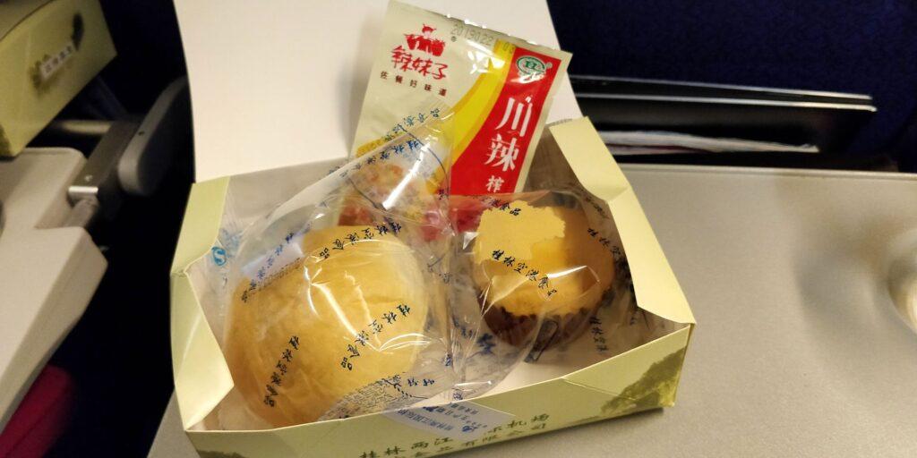 Shanghai Airlines Economy Class Kurzstrecke Essen 5