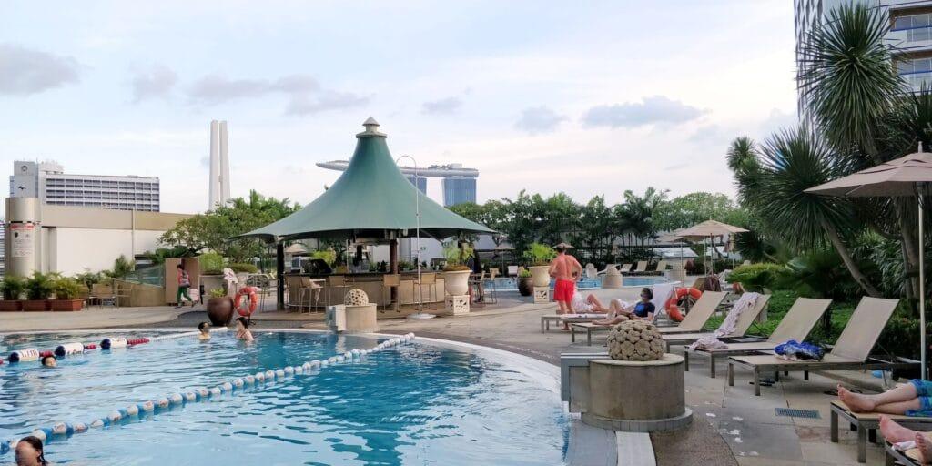 Swissotel The Stamford Singapur Pool 3