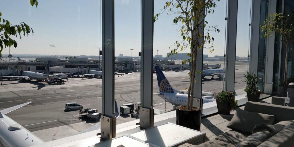 United Club Lounge Los Angeles Layout 4