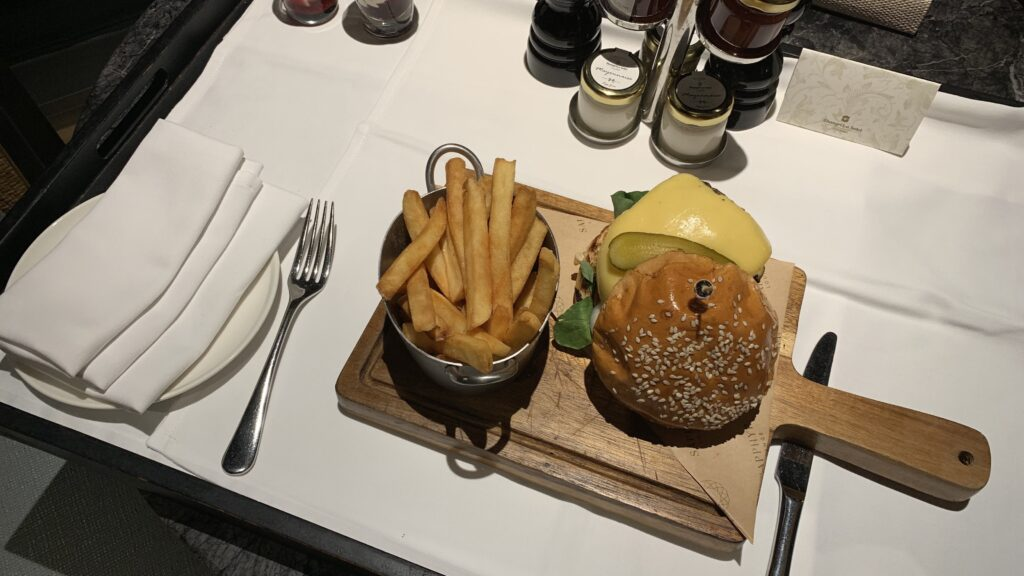 Shangri La Colombo Rooom Service Burger