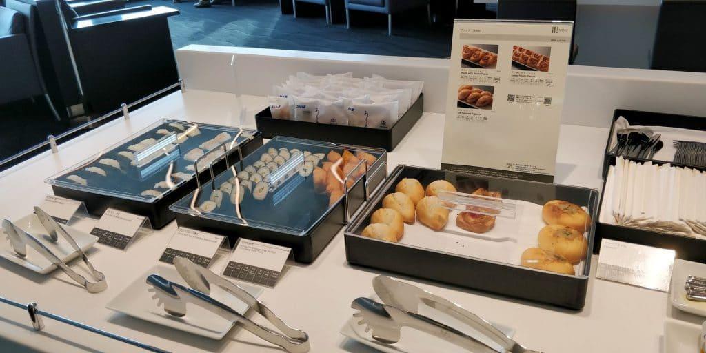 ANA Suite Lounge Tokio Haneda 114 Buffet 2