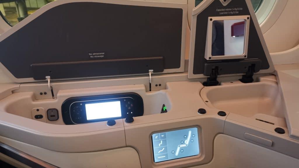 AeroMexico Business Class Boeing 787 9 Stauraum