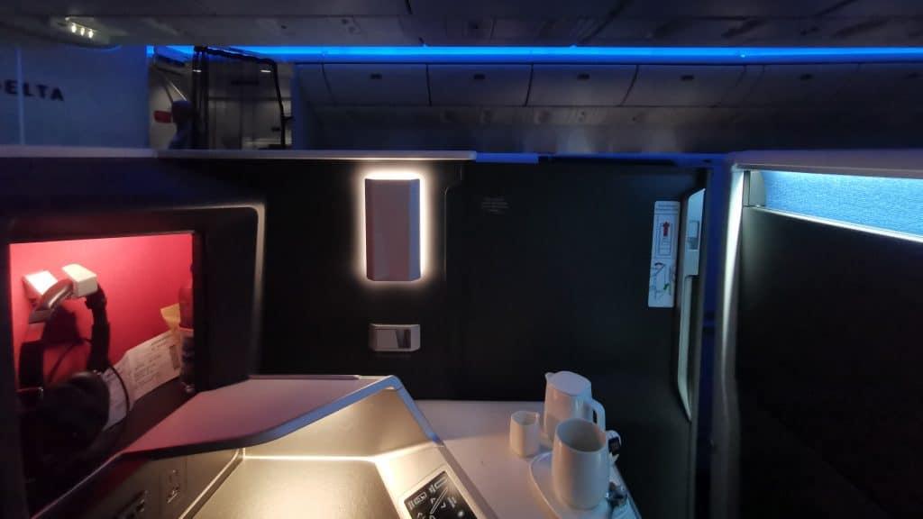 Delta One Suites Business Class Suite Tür