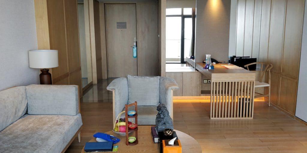 Hotel Indigo Dali Erhai Suite Wohnzimmer
