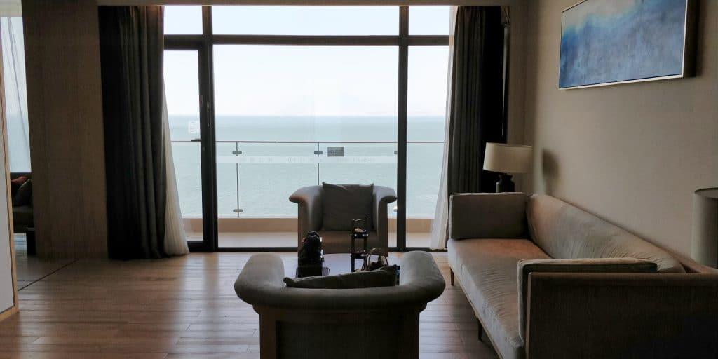 Hotel Indigo Dali Erhai Suite Wohnzimmer 2