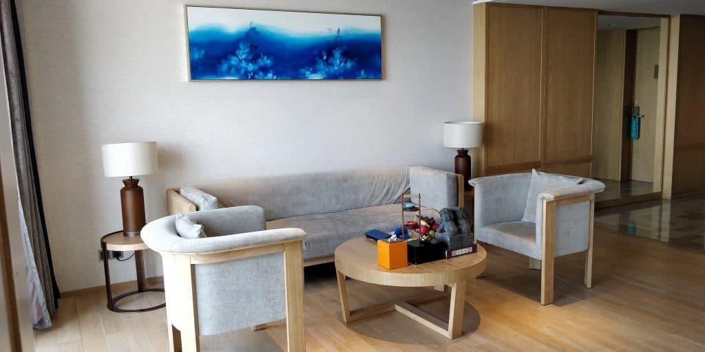 Hotel Indigo Dali Erhai Suite Wohnzimmer 3