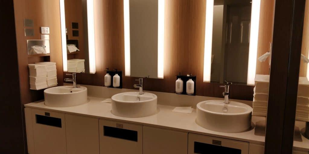 Qantas Business Lounge Canberra Toiletten