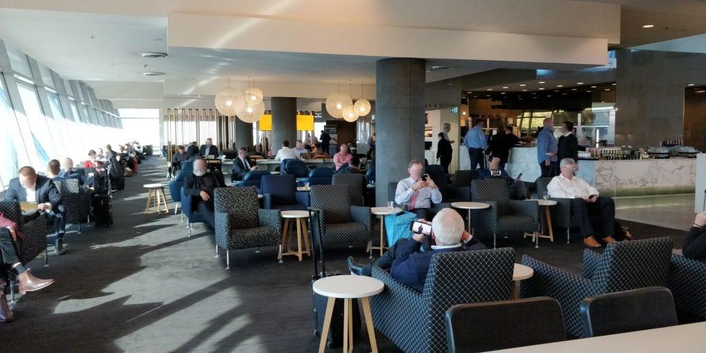 Qantas Business Lounge Sydney 4
