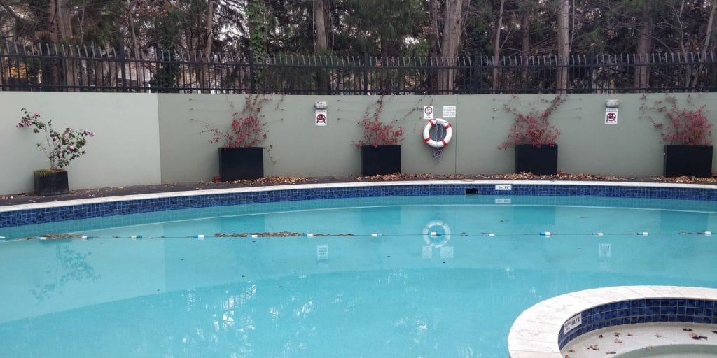 Crowne Plaza Canberra Pool
