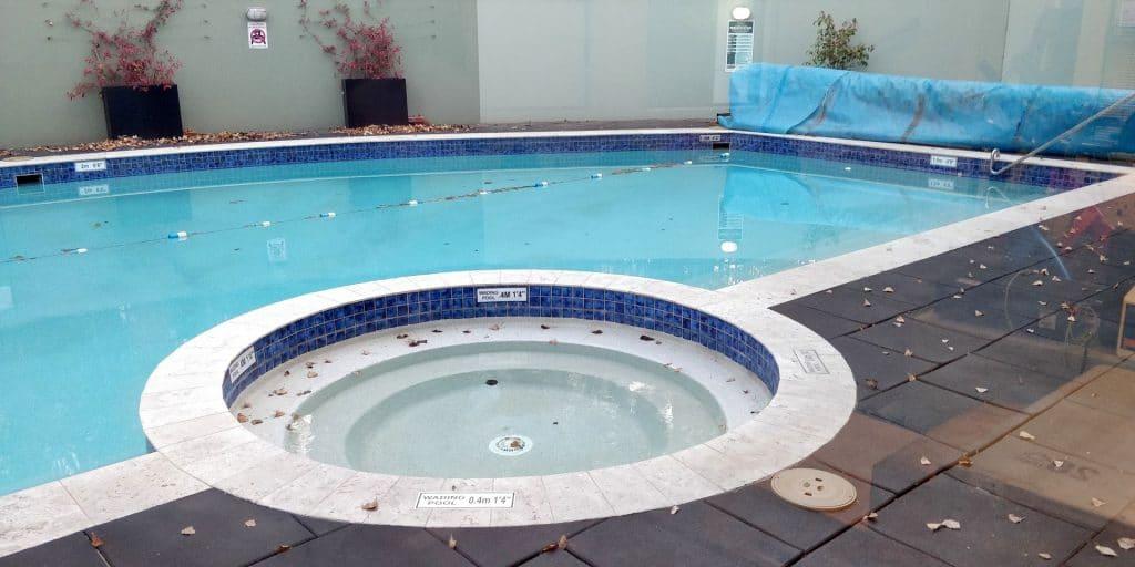 Crowne Plaza Canberra Pool 2