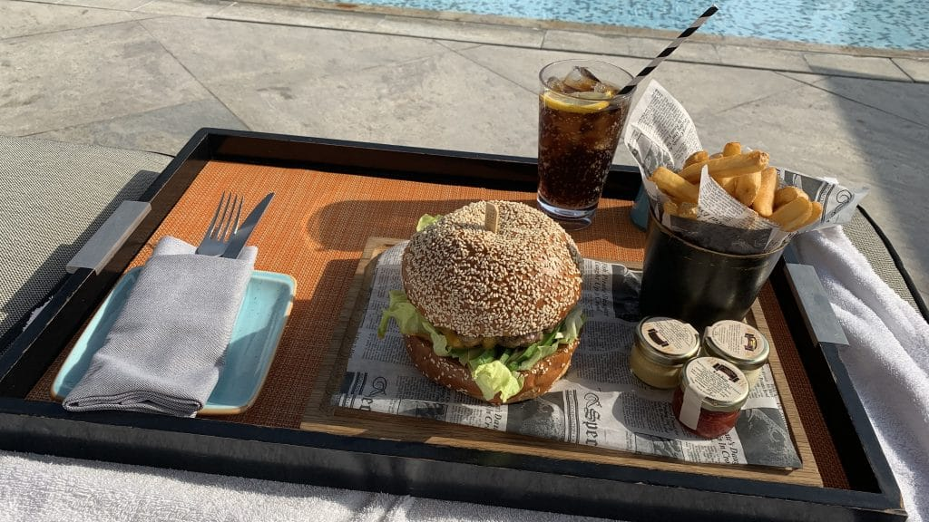 Four Seasons Abu Dhabi Burger Am Pool