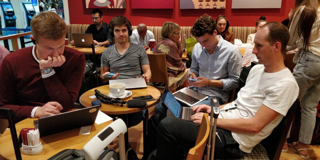 Reisetopia Team Flughafen Dubai Costa Coffee