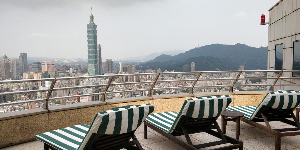 Shangri La's Far Eastern Plaza Taipeh Pool Ausblick 2