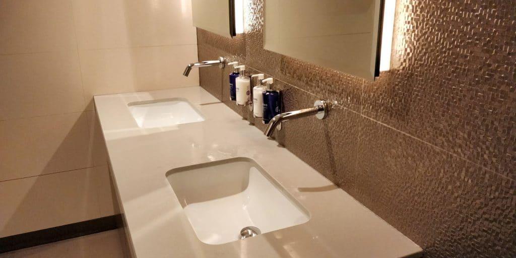 British Airways Lounge Dubai Toiletten