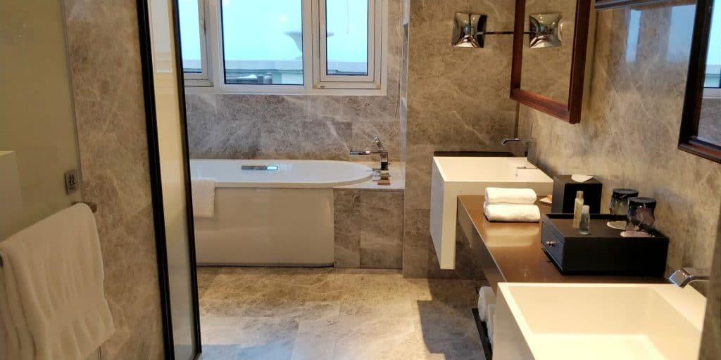 Hilton Dalian Golden Pebble Beach Suite Bad 6
