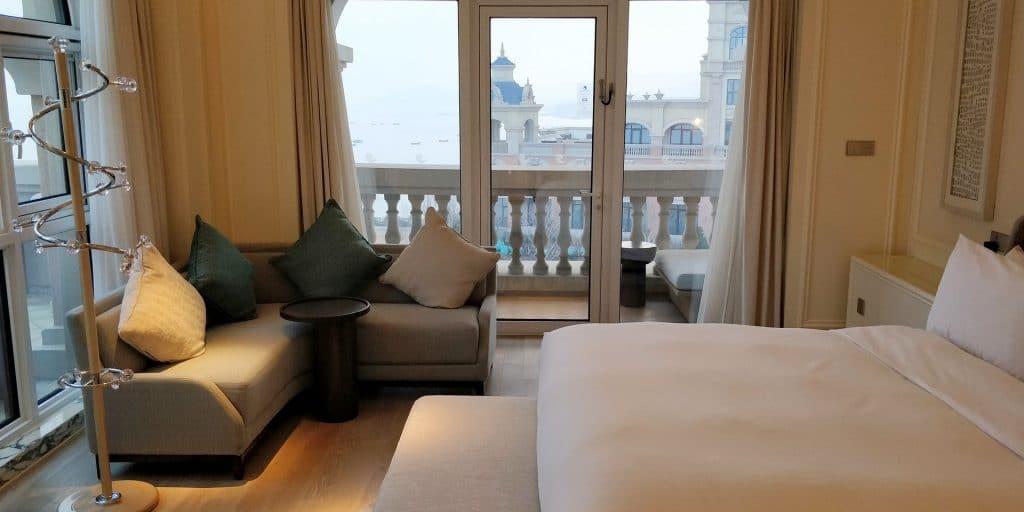 Hilton Dalian Golden Pebble Beach Suite Schlafzimmer