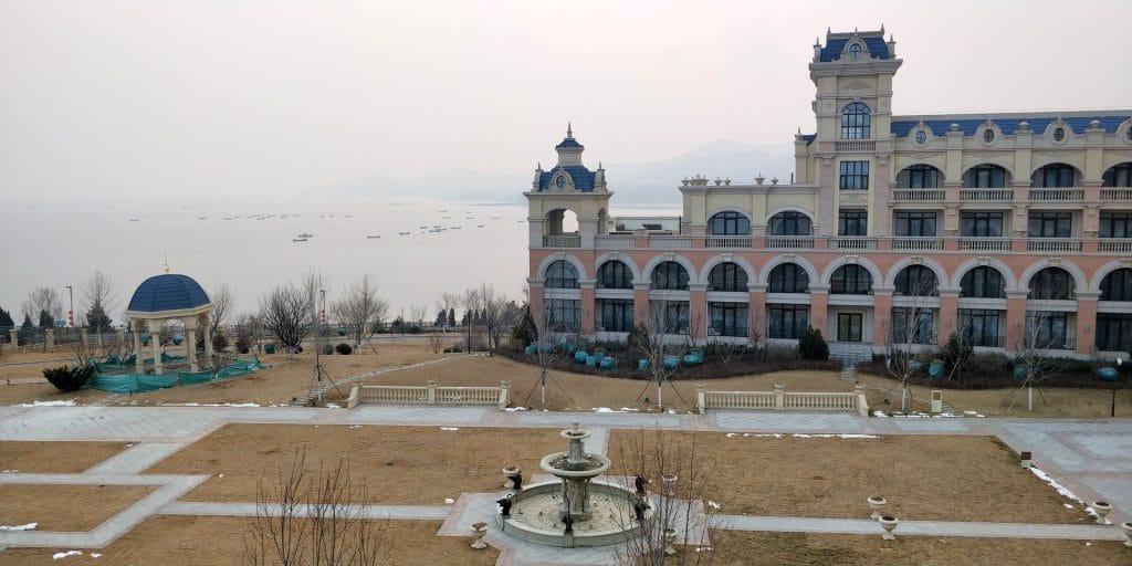 Hilton Dalian Golden Pebble Beach Suite Terrasse Ausblick 2