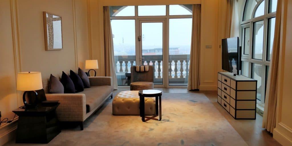 Hilton Dalian Golden Pebble Beach Suite Wohnzimmer 3