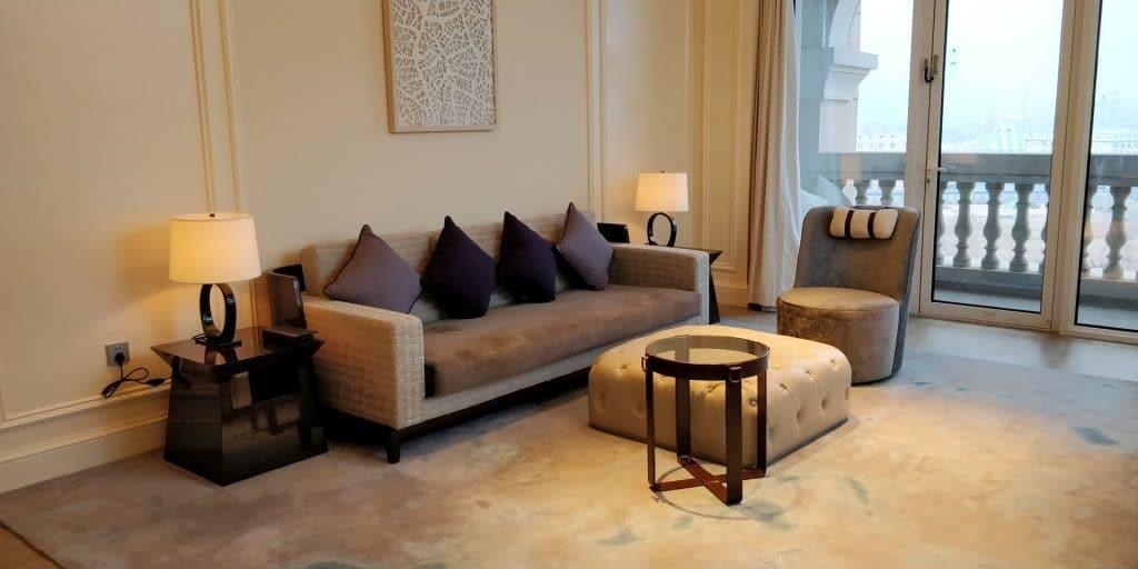 Hilton Dalian Golden Pebble Beach Suite Wohnzimmer 4