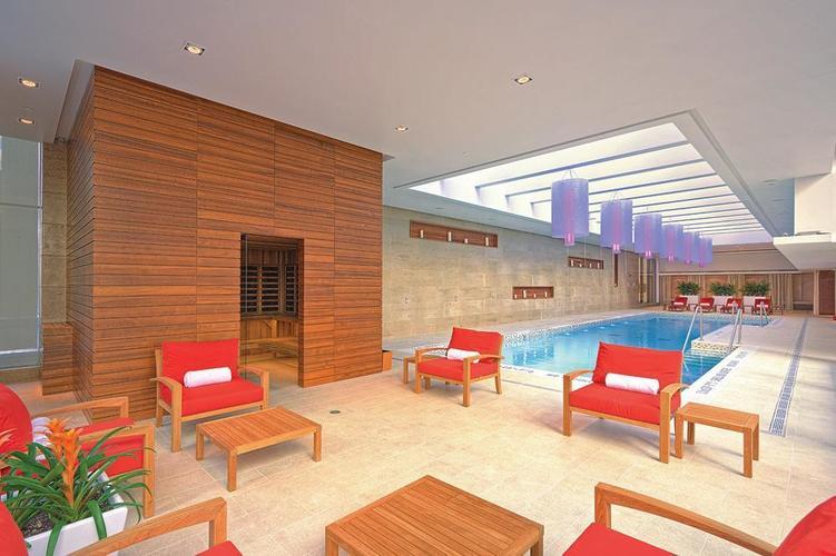 Shangri La Hotel Toronto Pool