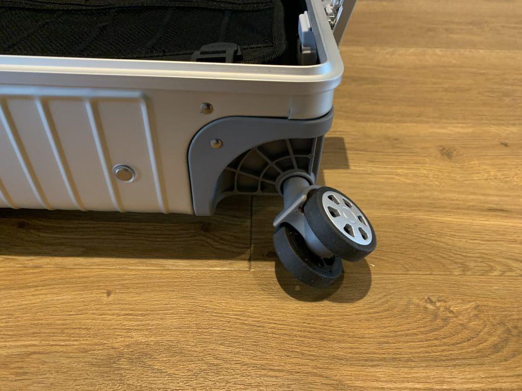 Gundel Koffer Außen Rad
