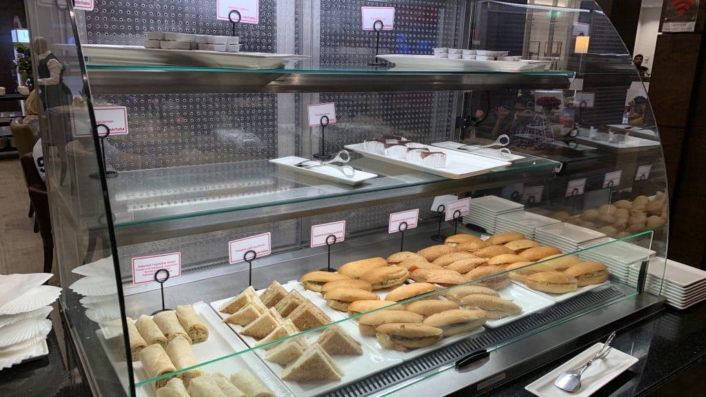 Marhaba Lounge Dubai Terminal 1 Essen