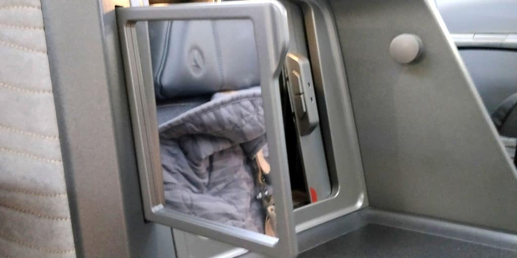 Turkish Airlines Business Class Boeing 787 Details 4