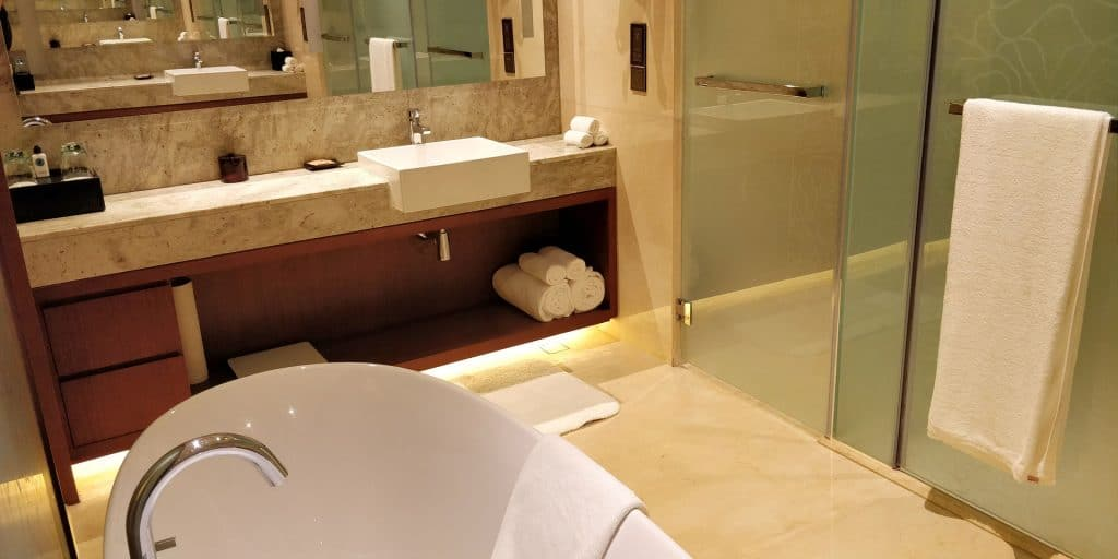 HUALUXE Kunming Suite Bad