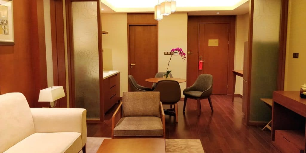 HUALUXE Kunming Suite Wohnzimmer 6