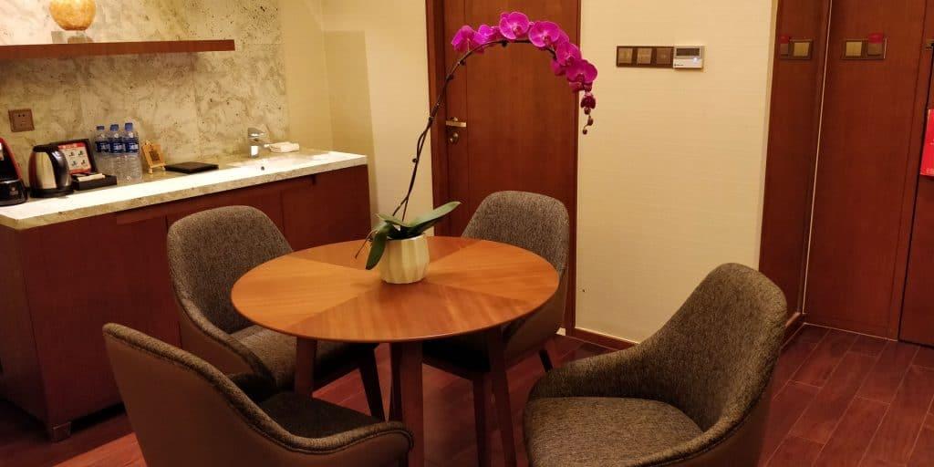 HUALUXE Kunming Suite Wohnzimmer 7