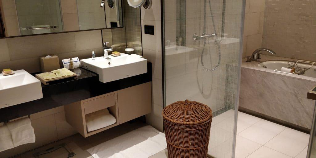 Hilton Taipei Sinban Suite Bad