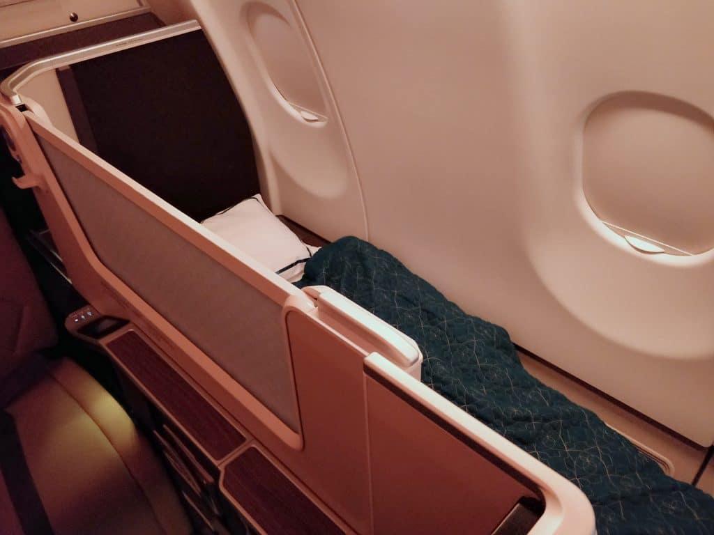Oman Air Business Class Airbus A330 Bett 4