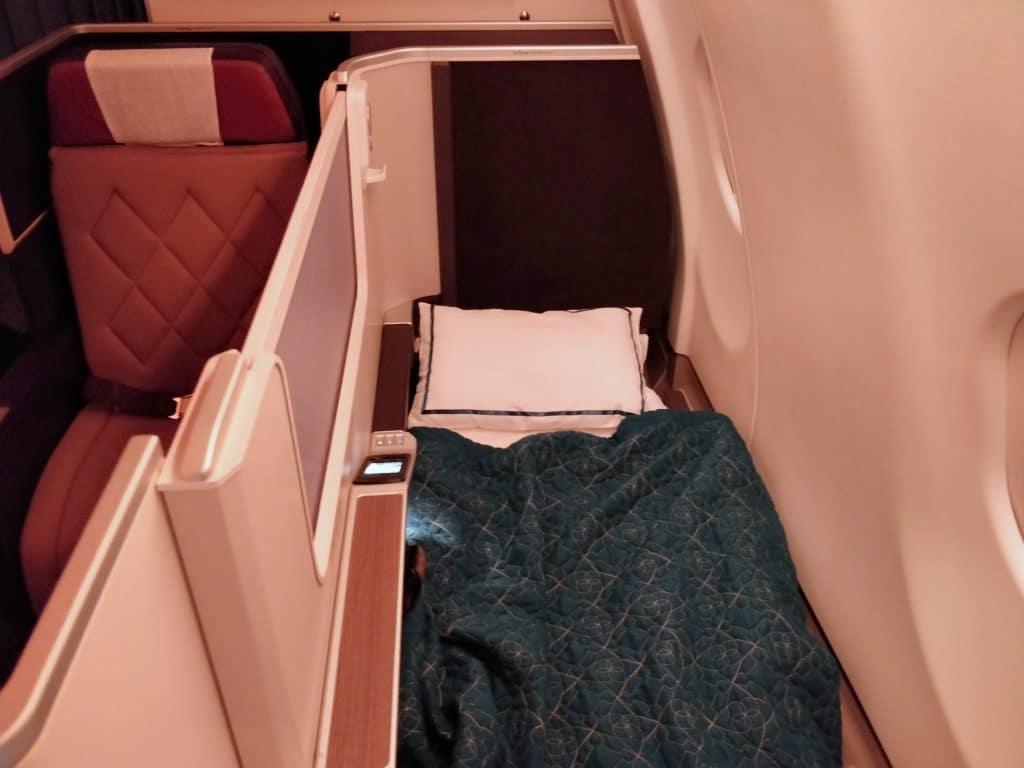 Oman Air Business Class Airbus A330 Bett 5
