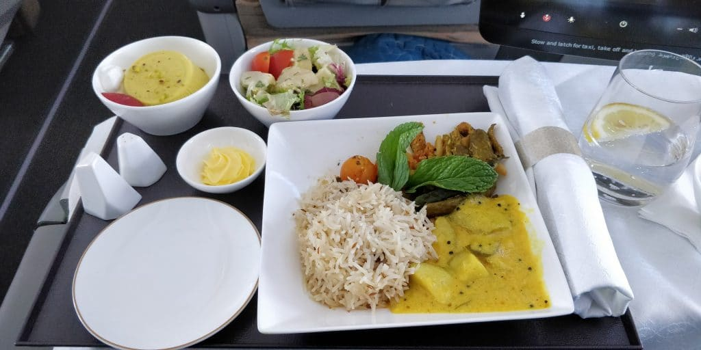 Oman Air Business Class Boeing 737 Mittagessen