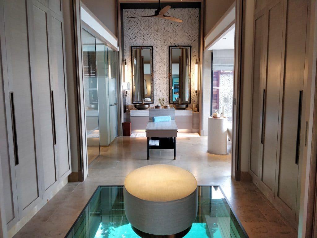 Waldorf Astoria Maldives Ithaafushi Overwater Villa Ankleidezimmer