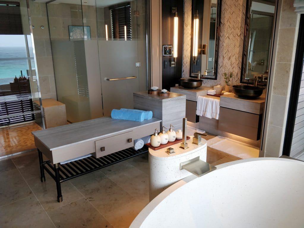 Waldorf Astoria Maldives Ithaafushi Overwater Villa Bad 8