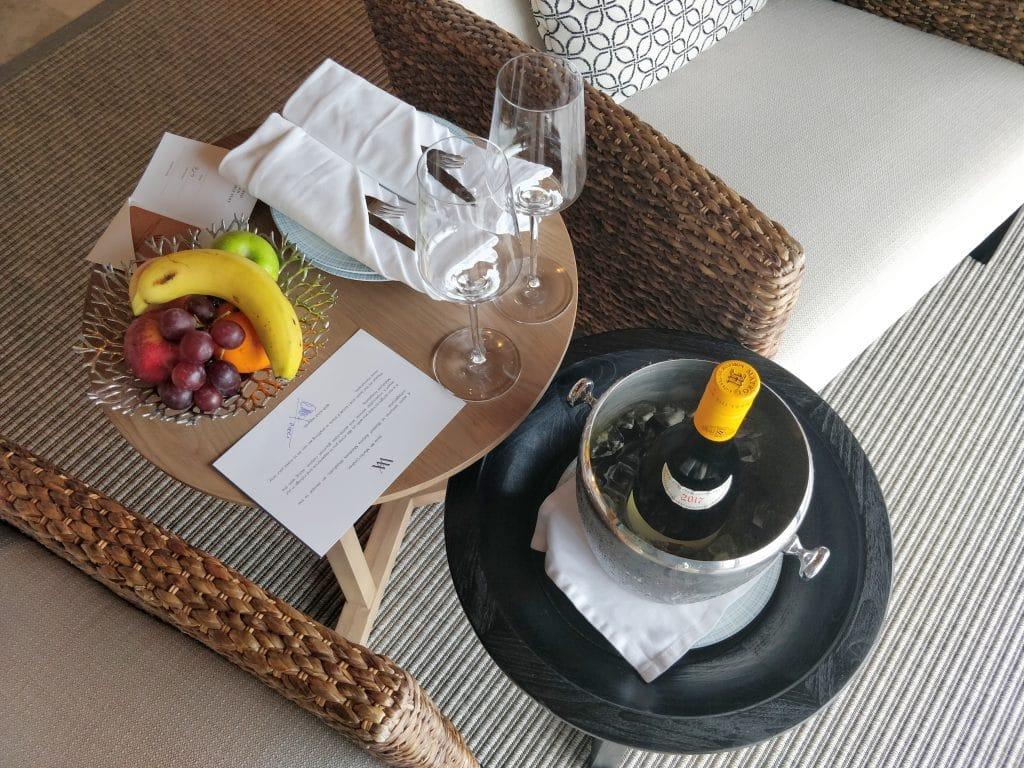 Waldorf Astoria Maldives Ithaafushi Overwater Villa Willkommensgeschenk