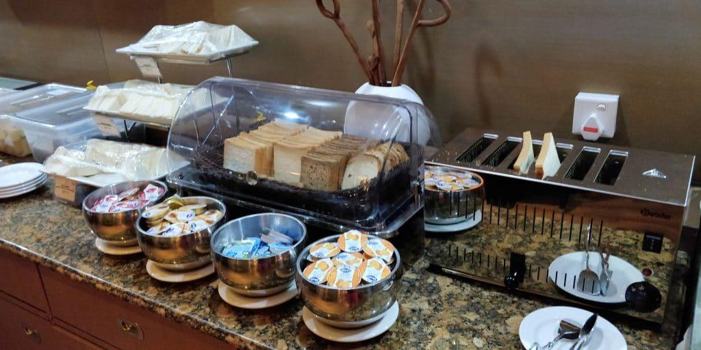 Leeli Lounge Male Buffet 4