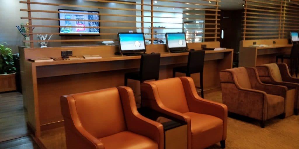 Leeli Lounge Male Business Center