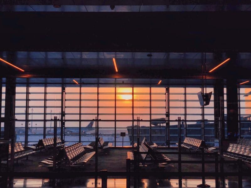 Leer Flughafen Sonnenuntergang 800x600