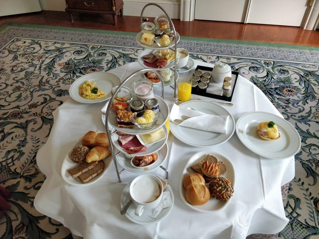 Hotel Taschenbergpalais Kempinski Dresden Room Service Frühstück