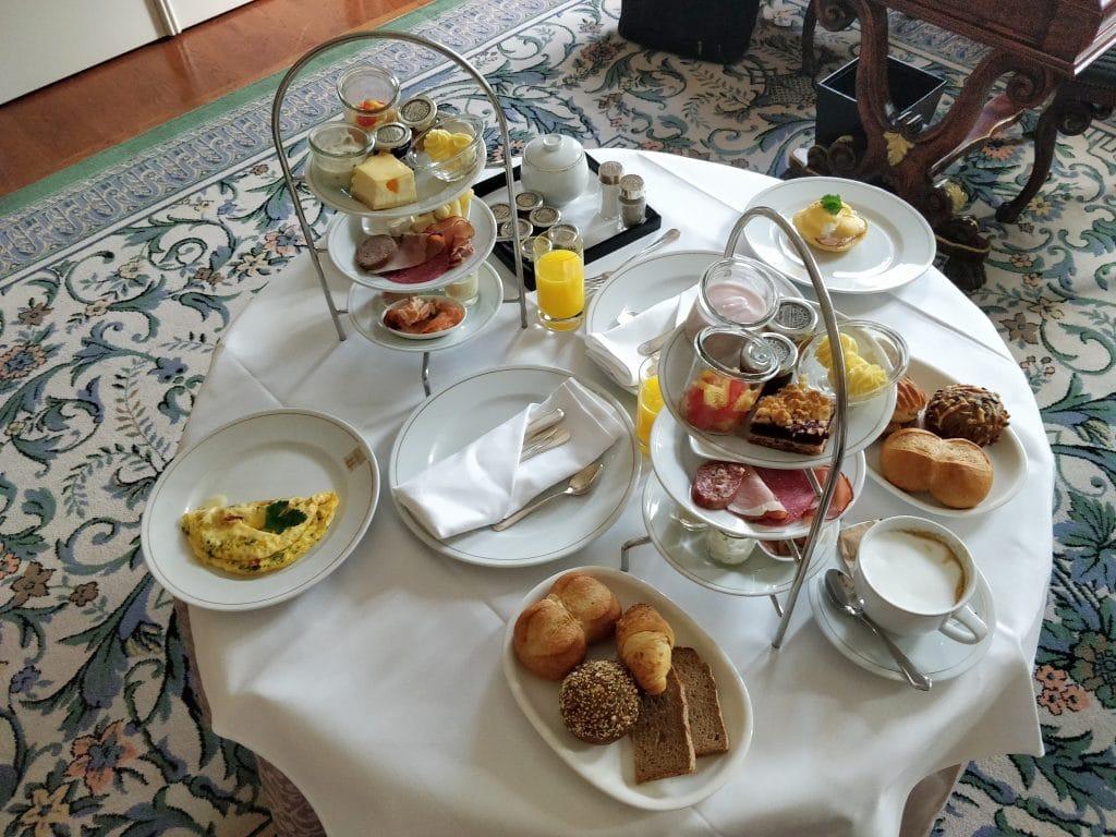 Hotel Taschenbergpalais Kempinski Dresden Room Service Frühstück 2
