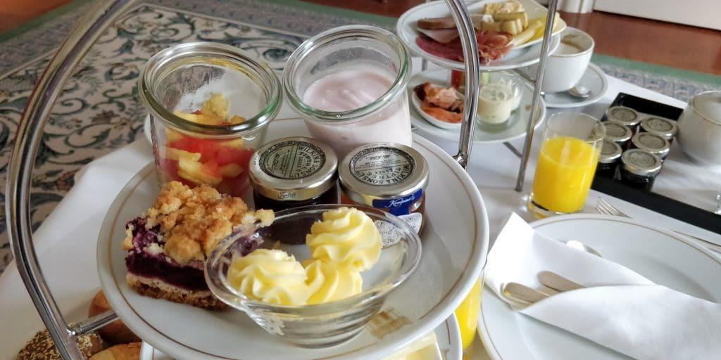 Hotel Taschenbergpalais Kempinski Dresden Room Service Frühstück 5