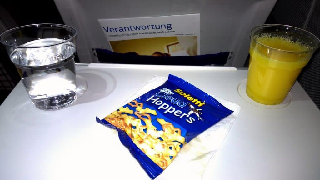 Lufthansa Economy Class Kurzstrecke Snack