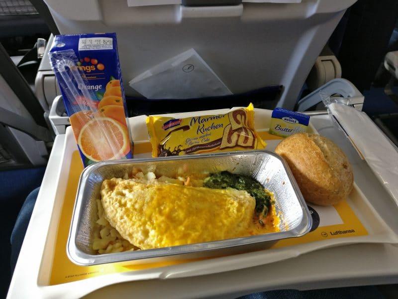 Lufthansa Economy Class Mittelstrecke Mahlzeit