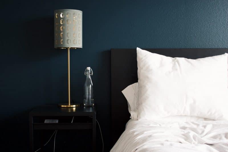 Hotel Bett Nachttisch Lampe