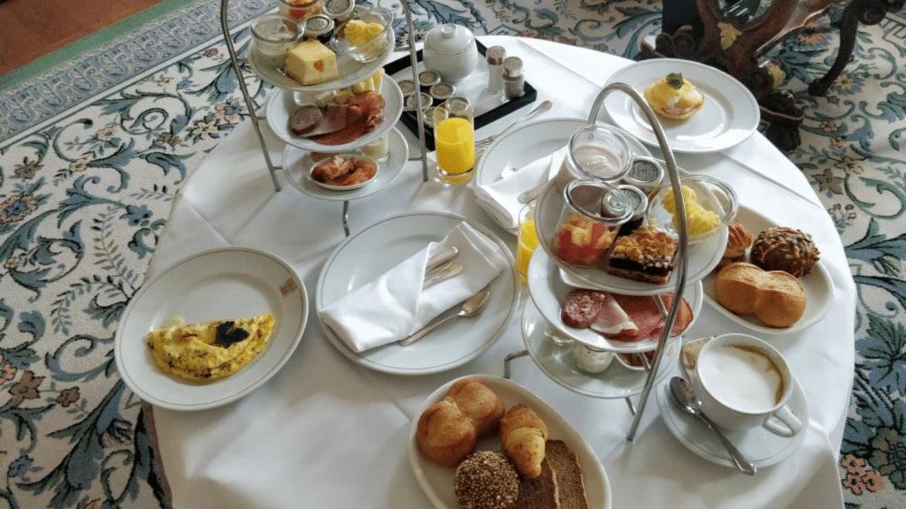 Hotel Taschenbergpalais Dresden Frühstück Zimmer