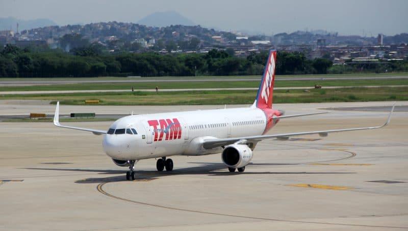 TAM Airbus A320 LAndebahn