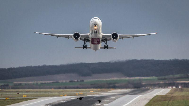 Emirates Boeing 777-300 Start/Take Off